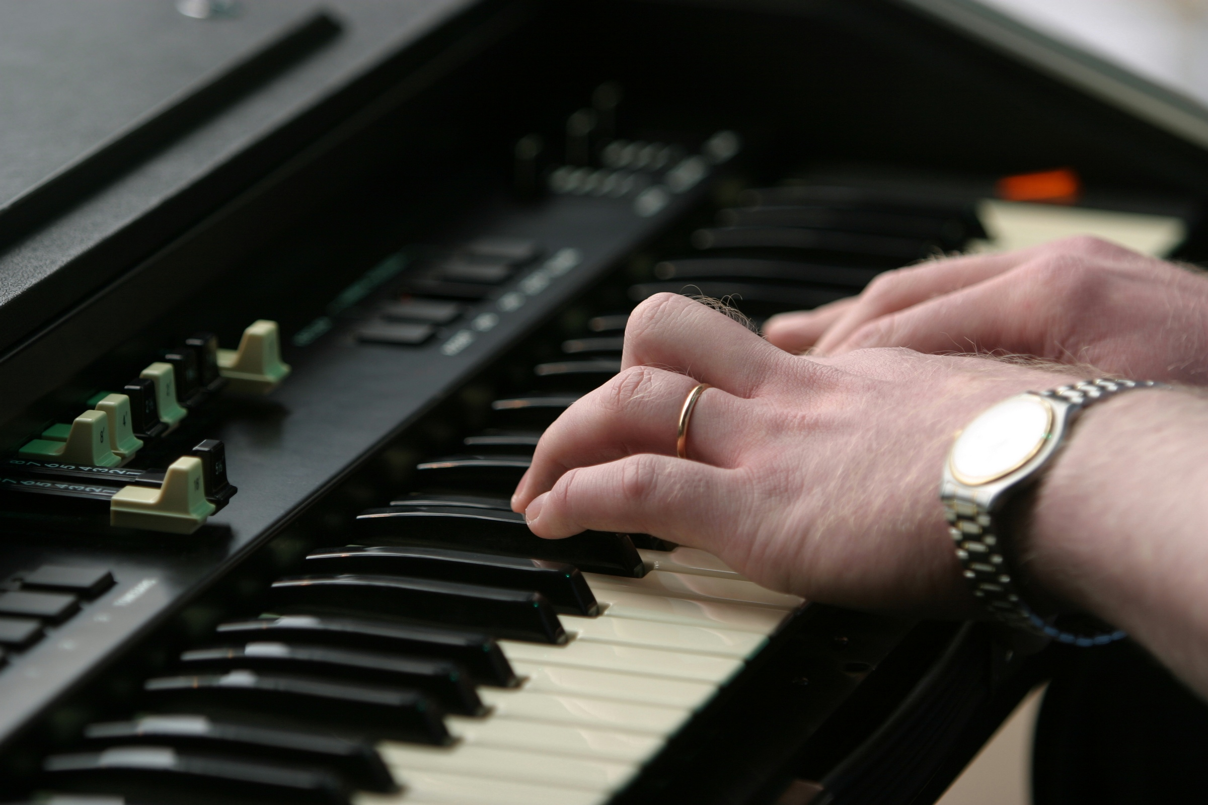 earn to play electronic keyboards and piano in Lakewood music school. earn to play electronic keyboards and piano in Denver music school.