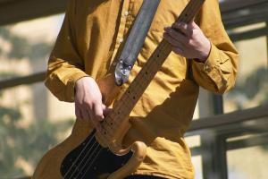 Electric bass  teacher Lakewood or Electric guitar teacher Denver